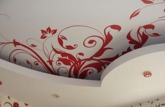 натяжные потолки в комнате цена фото