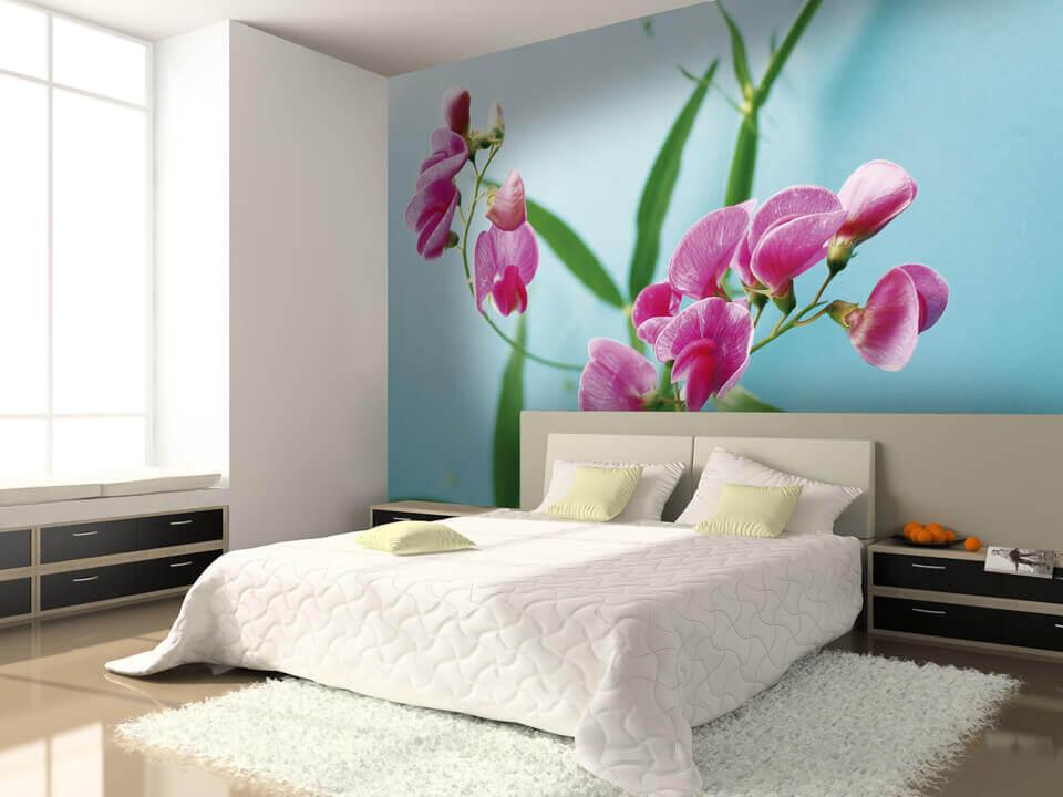 Цветы на стене в спальне 21