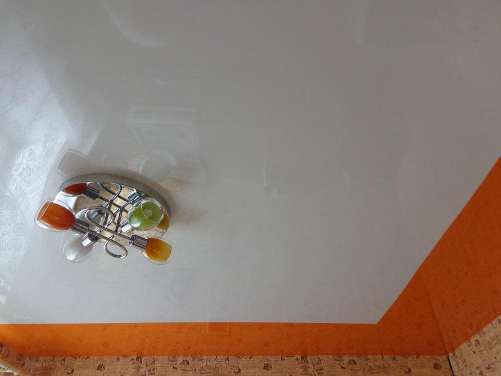 натяжные потолки спайка полотен фото