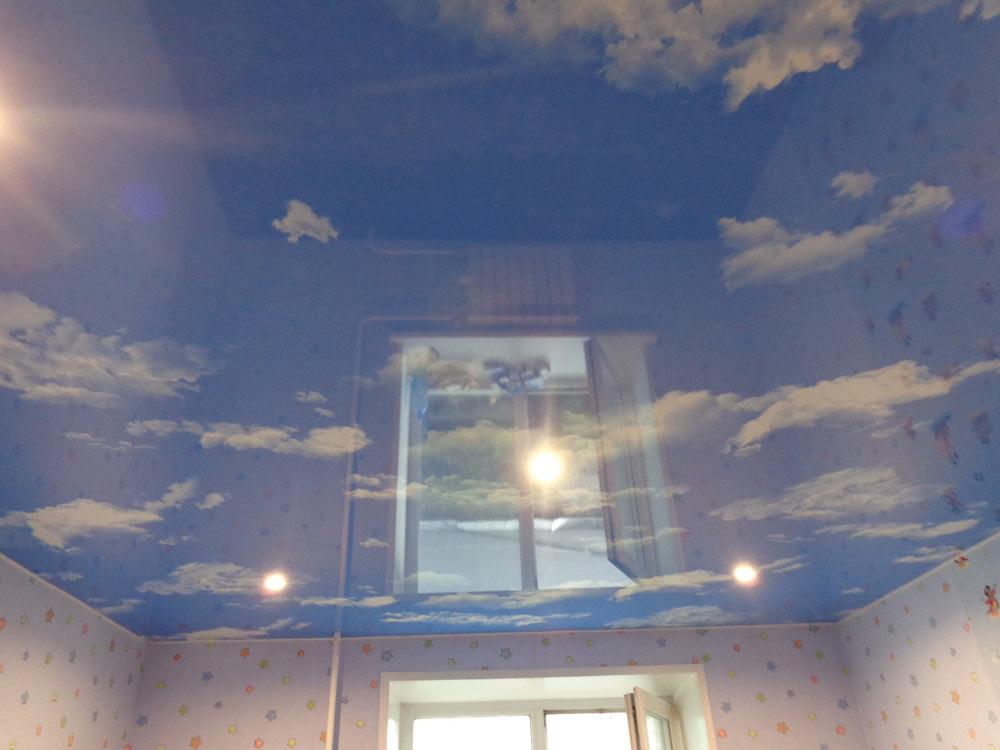 натяжные потолки фото для спальни с фотопечатью